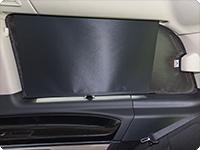 FLYOUT ventana giratoria derecha Mercedes-Benz Clase V Marco Polo (2014 ➞): Se sigue poder cerrando la persiana.