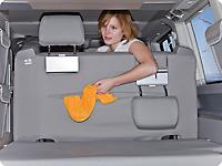 Todas las fundas Second Skin para el banco trasero de 2 asientos del T6.1 California disponen de un bolso grande con cremallera en el respaldo el cual se adapta de forma exacta a la forma del banco.